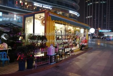 Container store market in the night